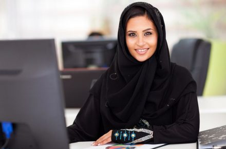 melan-picture-muslim-woman-at-desk