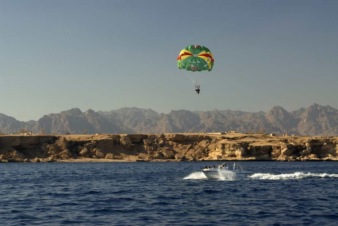 Are you ready to head back to Egypt for your next holiday? Egypte, parachute ascentionnel pres de Sharm-el-Sheikh